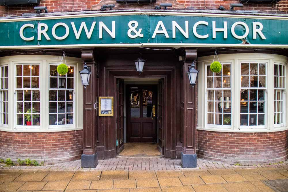 The-Crown-and-Anchor-Winchester-13