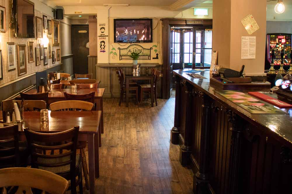 The-Crown-and-Anchor-Winchester-14